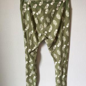 LuLaRoe Pants - LulaRoe green with white feathers TC leggings